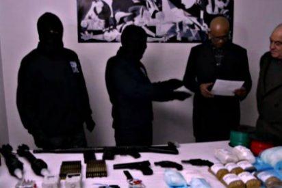 Decepción y cachondeo mediático en Twitter con el vídeo de las armas de ETA