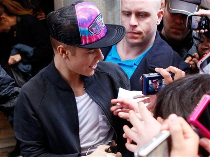 """Justin Bieber se marca """"treinta cajas de alitas de pollo"""" en Madrid y flipa con su 'sizzurp'"""