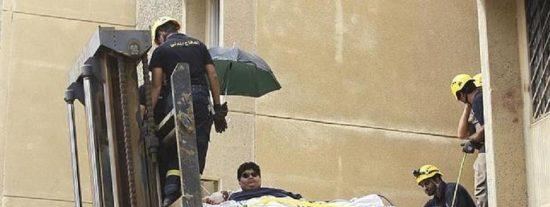 Pierde 320 kilos a base de 'tijeras' el gordito al que sacaron con una grúa de su casa