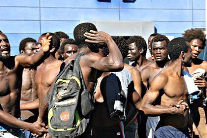 Medio millar de inmigrantes toma al asalto la valla de Melilla y un centenar logra entrar en España