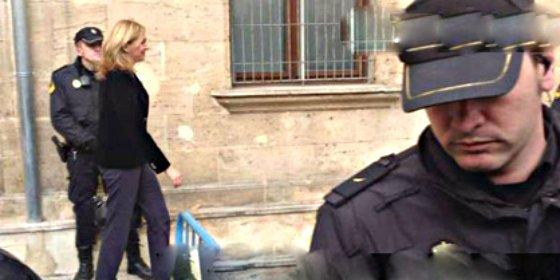 La Infanta Cristina llega a los juzgados de Palma y recorre a pie los últimos metros