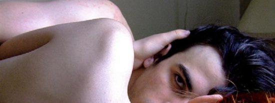 Los hombres con grandes testículos son más propensos a poner cuernos a sus parejas