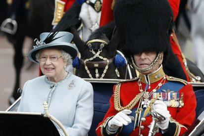 La reina Isabel II está casi 'asfixiada' por vivir en la calle más contaminada de Londres