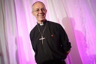 El arzobispo de Canterbury pide superar el miedo a ordenar obispas