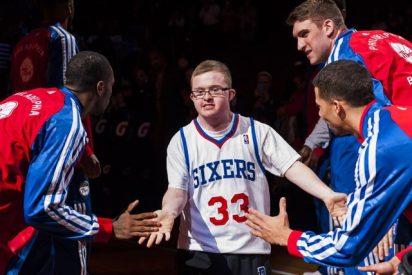 El primer NBA con síndrome de down cierra un nuevo contrato