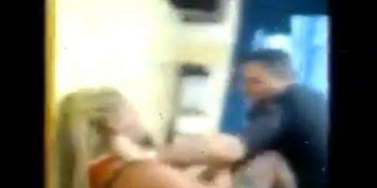 [Vídeo] Presenta una denuncia por violencia de género y los policías le dan una paliza