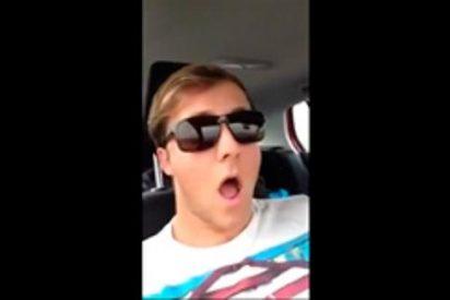 [Vídeo] ¿Ha visto a este loco suicida conduciendo en el asiento del copiloto?