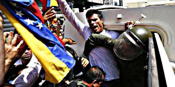 Leopoldo López, la 'bestia negra' de Nicolás Maduro, se entrega a las autoridades chavistas