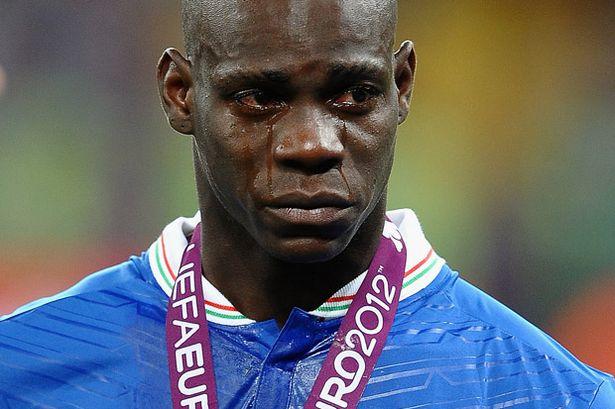Dos equipos ingleses luchan por Mario Balotelli