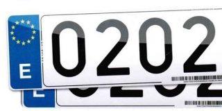 Un cliente se niega a alquilar una furgoneta por el mensaje que forman las letras y los números de su matrícula