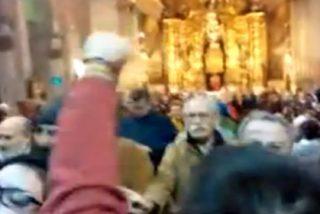 """[Vídeo] 'Abortan' a gritos una misa en Palma: """"Fuera rosarios de nuestros ovarios"""""""