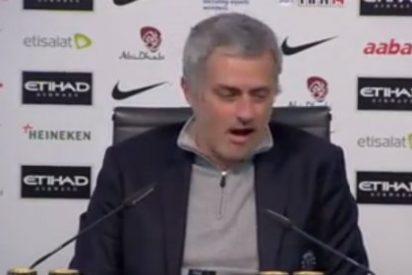 Mourinho hace el perro en rueda de prensa