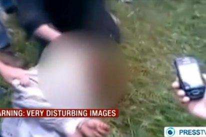 [Vídeo] Fanáticos islamistas le cortan la cabeza a un soldado frente a unos niños