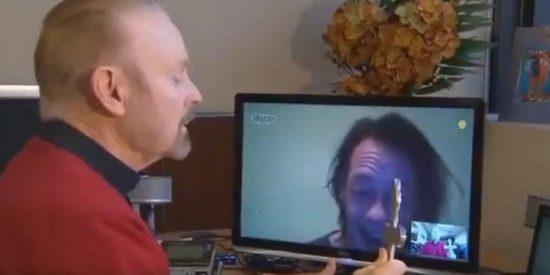 [Vídeo] El exorcista te quita el demonio del cuerpo y algo más...a través de Skype