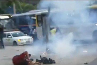 El terrible vídeo del cámara de TV que ha muerto tras ser alcanzado por un explosivo