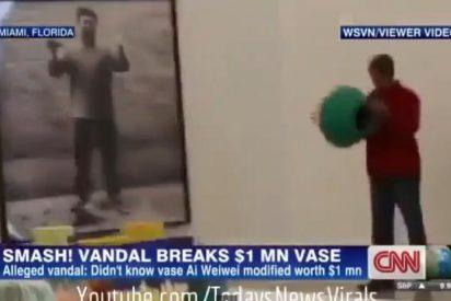 [Vídeo] El artista que destruyó un jarrón de un millón de dólares del chino Ai Weiwei