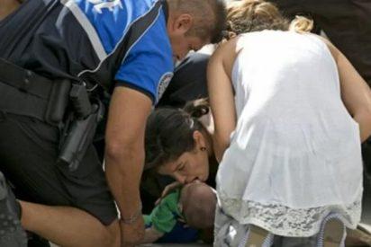 Las impactantes imágenes del bebé que se asfixiaba y que fue salvado en la autopista