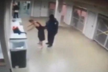 [Vídeo] El 'vacile' de Justin Bieber en la Comisaría mientras se quita los calcetines en pleno 'flipe'