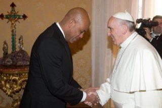 Francisco se compromete en la reconstrucción de Haití