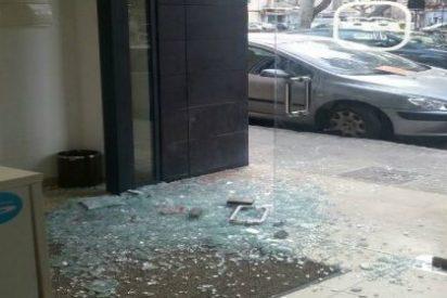 """Rompen de una pedrada la puerta del PP de Inca, y Vidal llama a la """"cordura"""" ciudadana"""