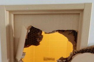 Destroza a puñetazos la puerta de su habitación en Sochi