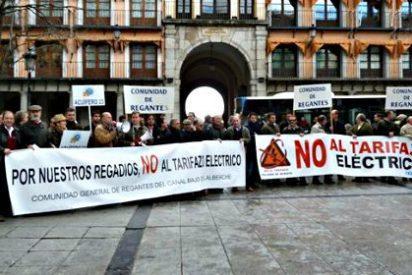 Un centenar de regantes de Castilla La-Mancha protestan en Toledo contra el tarifazo eléctrico
