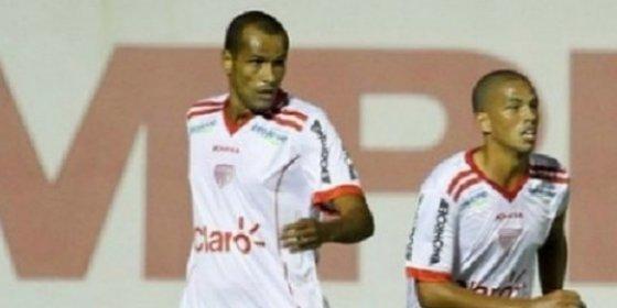 El hijo de una exestrella de la Liga debuta jugando con su padre en el mismo equipo