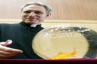"""El secretario de Benedicto XVI considera un """"regalo"""" la """"alegría religiosa"""" de Francisco"""