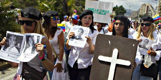 Tras la puerta... en la Venezuela de Chavez, Maduro y las turbas bolivarianas