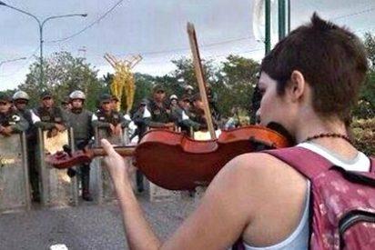 Se desmorona Venezuela y los 'malandros' chavistas sólo pueden empujarla al abismo