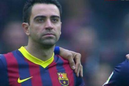 Xavi se emociona al guardar el minuto de silencio por Luis Aragonés
