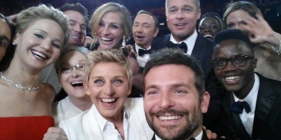 Degeneres le saca la lengua a Obama consiguiendo en los Oscar el 'selfie' más retuiteado de la historia