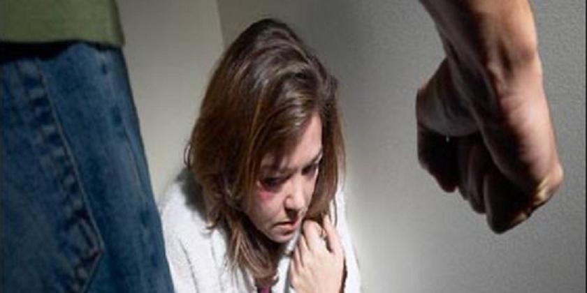 Le 'condenan' a vivir con la mujer a la que maltrató porque es pobre y no tiene dónde ir