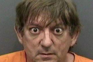 El hombre de inquietante mirada violó a un pit bull delante de sus vecinos