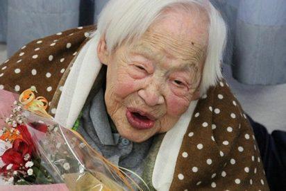 La mujer más vieja del mundo que se pone morada a sushi aconseja relajarse