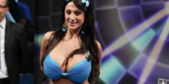 ¡Se desnuda en honor a Callejón!