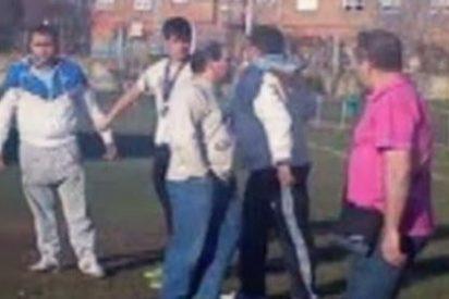 Brutal agresión de un padre a un árbitro de 16 años