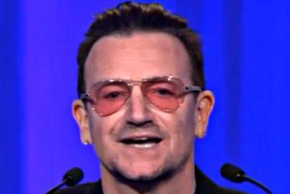 """El músico Bono increpa a Merkel delante de Rajoy: """"¿Dónde está la campaña para comprar productos españoles?"""""""