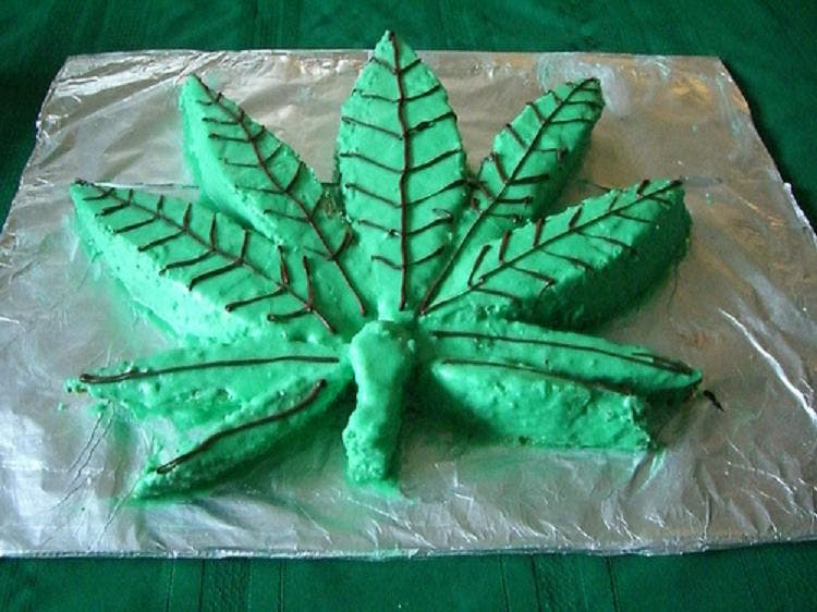 Meten marihuana a unos jubilados en una coca de verdura, y acaban en el PAC viéndolas de todos los colores