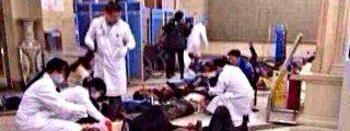 Terroristas musulmanes matan a 28 personas a puñaladas en una estación de tren China