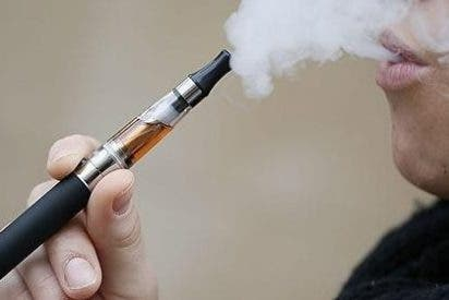 Usar cigarillos electrónicos no disuade de fumar incluso pueden fomentar e inducir al tabaquismo