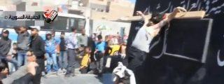[Vídeo] Crucifican en plena calle a un ladrón delante de los niños para mayor escarnio