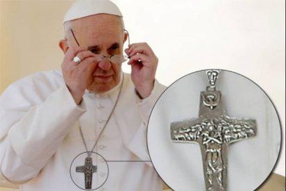 La cruz que el Papa siempre lleva consigo