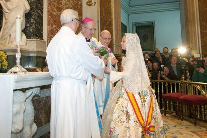 Más de cien mil personas participan en Valencia en la ofrenda de flores a la Virgen de los Desamparados