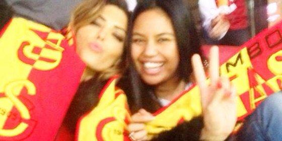 La mujer de Sneijder enamora a los turcos