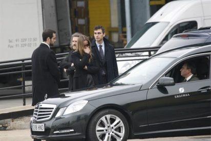 Los familiares de Paco de Lucía reciben destrozados el cuerpo del guitarrista