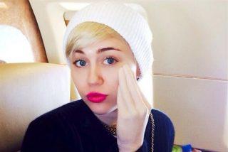 Miley Cyrus presenta su juguete erótico de altos vuelos: la perversa mano de Adonis