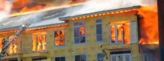 [Vídeo] Un obrero se salva de morir quemado en un incendio gracias a su sangre fría