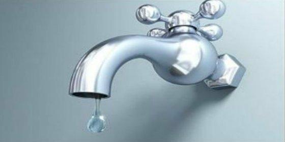 Emaya no quiere dejar más secas a las familias con rentas bajas y les regala cada mes 10.000 litros de agua