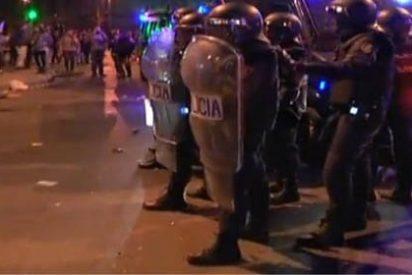 """Un audio demuestra que a los antidisturbios les ordenaron quedarse """"quietos"""" ante los violentos"""